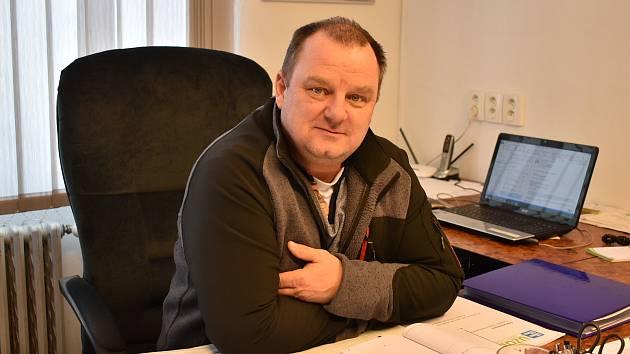 Starostou Lenešic je od března roku 2016 Leoš Procházka.