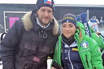 Václav Veverka s italskou biatlonistkou Dorotheou Wiererovou, která na šampionátu vybojovala stříbrnou medaili.