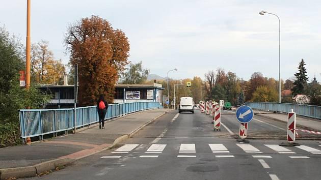 Most Veslařů přes Ohři v Lounech.