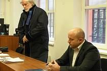 Erika Patrovského poslal soud v Lounech na čtyři a půl roku do vězení za vyloupení pošty v Hřivicích v únoru 2014. Muž se proti rozsudku odvolal.