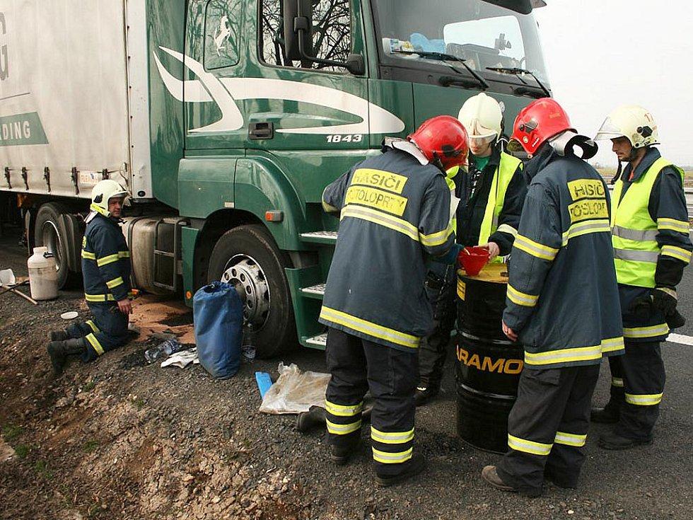 Únik paliva z kamionu