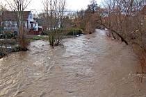 Rozvodněná Liboc na archivním snímku z roku 2011, kdy byly v regionu rozsáhlé záplavy