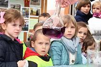 Studenti zemědělské školy dětem připravili zajímavou akci ke Dni vody.