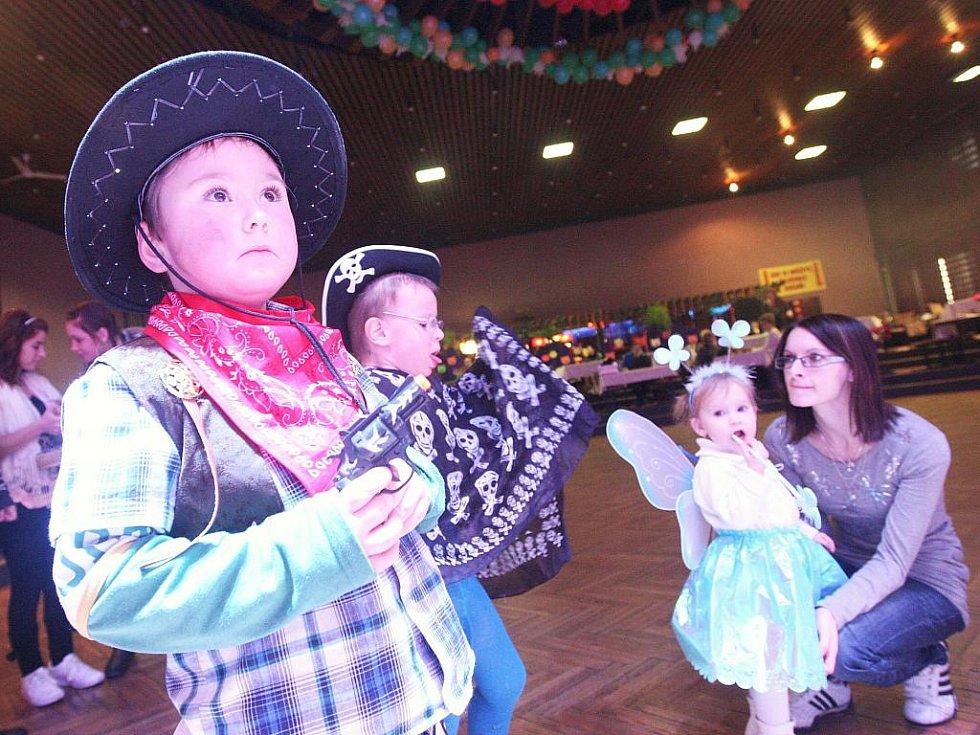 Maškarní ples v žateckém kulturním domě Moskva