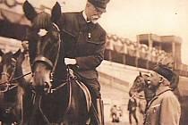 Tomáš Garrigue Masaryk na koni.