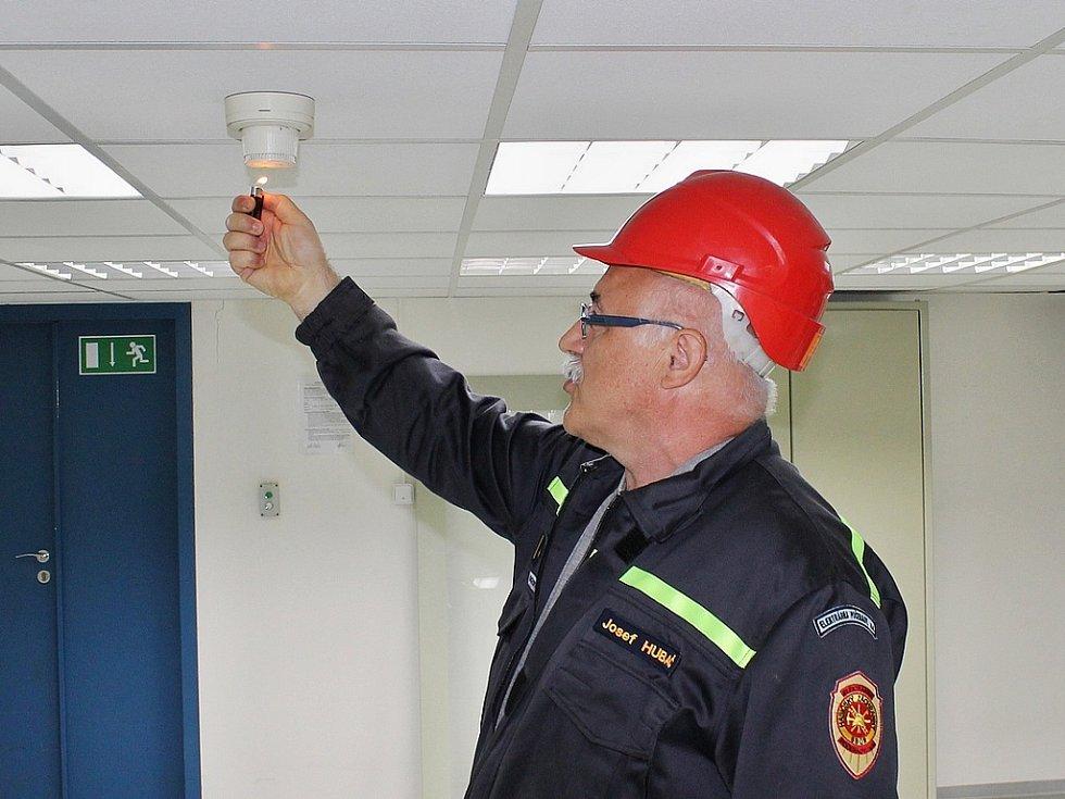 Zahájení simulace požáru se chopil Josef Hubač, velitel Hasičského záchranného sboru Elektrárny Počerady