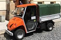 Nový elektromobil na odvoz odpadků z lounských košů.