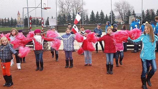 Při slavnostním otevření hřiště v Lubenci vystoupily také mažoretky z tamní základní školy.