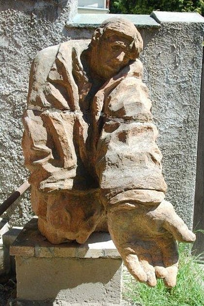 Socha dělníka od autora Miroslava Josefa Černého, která si získala přezdívku Žebrák