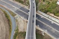 V první polovině prosince se otevře desetikilometrový úsek dálnice D6 u Řevničova a Krušovic.