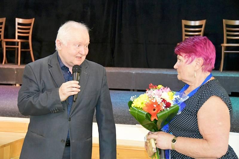 V Lounech slavili Den seniorů. Během slavnosti si účastníci připomněli také vítězství Vilemíny Svobodové z Loun v celostátní anketě Seniorka roku, kterou pořádá projekt SenSen (Senzační senioři) Nadace Charty 77.