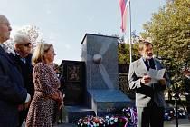 Vzpomínka na letce u pomníku v Žatci