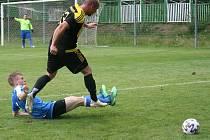 Vroutek (černo-žluté dresy) porazil Březno