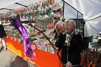 Velikonoční zboží a nejrůznější sazenice už mohli lidé nakoupit na farmářských trzích v Lounech.