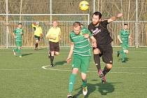 Žatecký Slavoj (v zeleném) přišel o dvoubrankové vedení, ale dva body nakonec urval po penaltách.