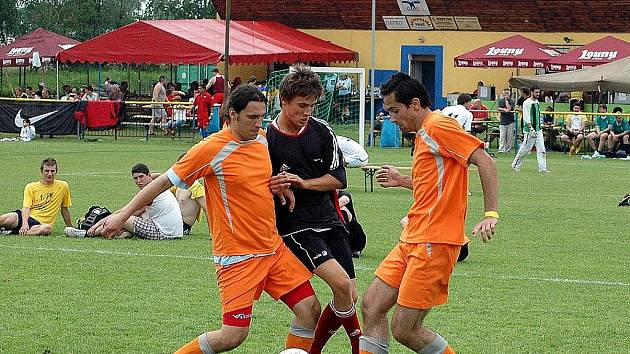 Na šesti zmenšených hřištích se hrál v Dobroměřicích turnaj v malé kopané za účasti 54 přihlášených družstev.