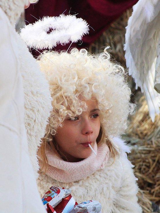 Tisíce lidí se bavily při tradičním Adventním setkání na zámku Nový Hrad v Jimlíně.