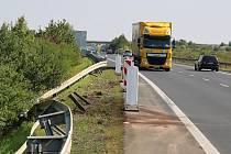 Místo tragické dopravní nehody na obchvatu Loun. Při srážce čtyř aut tam v úterý 6. září 2016 zahynuli tři lidé