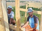 Na kopci Rubín se staví nová rozhledna.