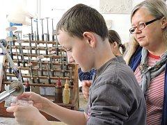 Žáci ZUŠ Louny navštívili Sklářské muzeum v Kamenickém Šenově