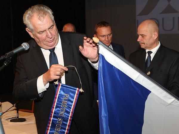 Beseda prezidenta Miloše Zemana sobčany vlounském Vrchlického divadle