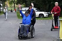 Předávání auta pro svaz tělesně postižených doprovodil na výstavišti v Lounech zábavný program pro celé rodiny.