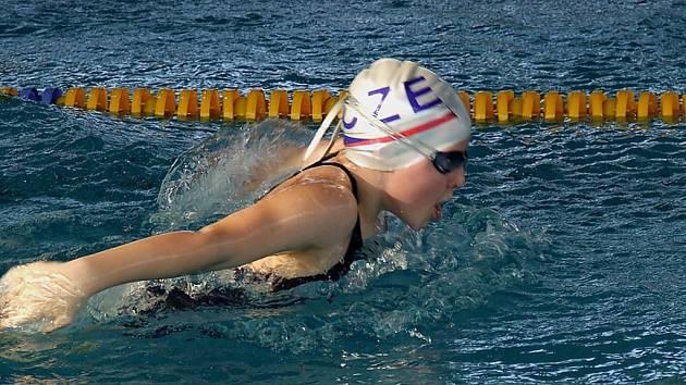 Lucie Urbanová je jednou z úspěšných plavkyň žateckého oddílu.