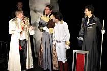 Herci z Rádobydivadla Klapý při představení Amadeus.