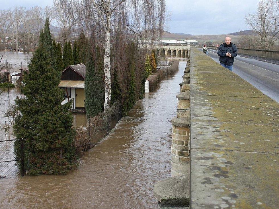 Sobota 15. ledna. Inundační most z Loun do Dobroměřic