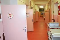 Chodba v žatecké nemocnici