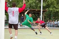 Zápas Žatce (v zeleném) proti Ejpovicím 7. června 2009.