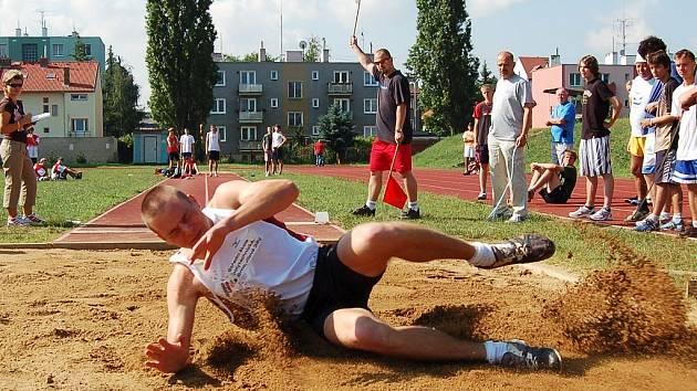 Jiří Koukal skočil 6,2 metru.