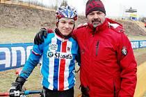 Lounský trenér Milan Chrobák se svým svěřencem Vojtěchem Niplem na trati jednoho z minulých světových šampionátů.
