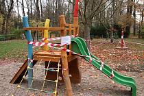Dětské hřiště v parku T. G. Masaryka v Lounech. Archivní foto