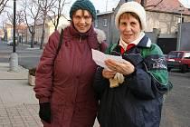 """Kristina Vágnerová (vpravo) a Jika Marková přijely ze Žatce. """"Jsme tu již poněkolikáté, moc se nám líbí okolní příroda,"""" pochvalovaly si."""