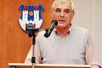 Josef Čerňanský z Podbořan, zatím poslední poslanec Parlamentu ČR s bydlištěm v okrese Louny. Ve Sněmovně skončil v roce 2010, v dalších volbách už nekandidoval.