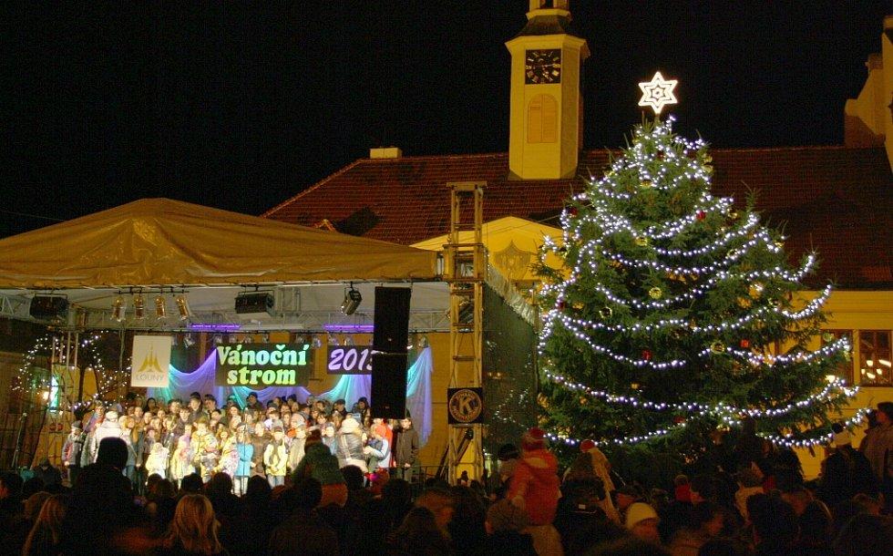 Vánoční strom na Mírovém náměstí v Lounech