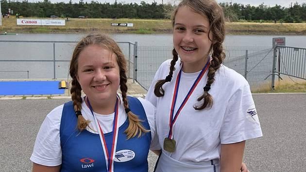 Na mistrovství České republiky žactva v Račicích  si cenný bronz vybojoval dvojskif mladších žákyň Jana Sadílková a Maja Šedivá.
