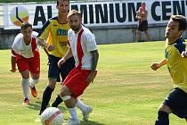 Fotbalisté Žatce (ve žlutých dresech) prohráli s Krupkou.