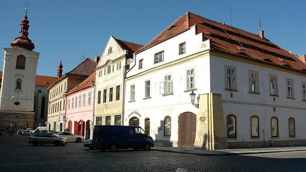 Domy na žateckém Hošťálkově náměstí