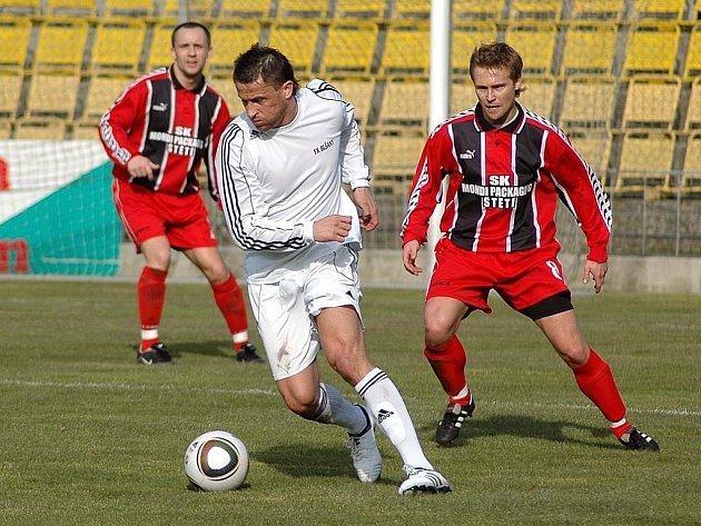 Fotbalové utkání Blšan (v bílém) se Štětím