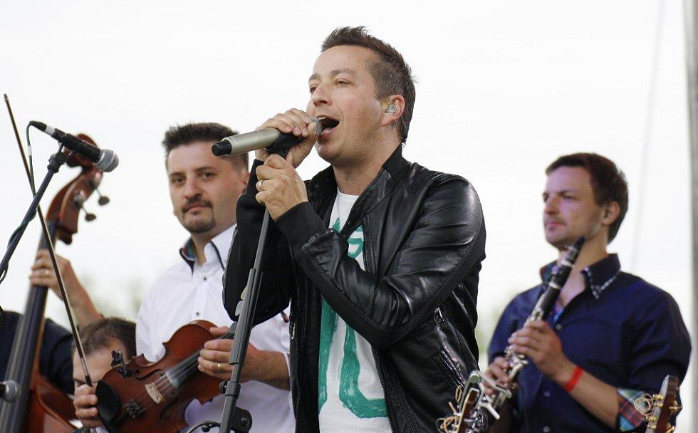 Petr Bende vystoupil s cimbálovkou Grajcar