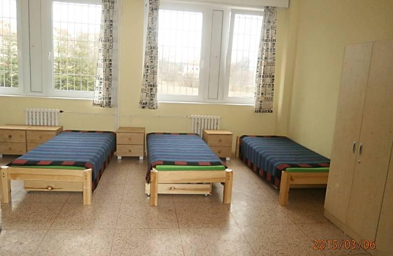 Dětská psychiatrická nemocnice Louny sídlí v zadní části lounského špitálu.