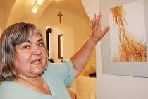 Výtvarnice Jiřina Hegedüšová před svým nejoblíbenějším obrázkem.