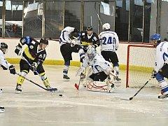 Utkání hokejistů Loun (v bílém) proti Kadani B