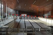 Vypuštěný bazén v plavecké hale v Lounech.