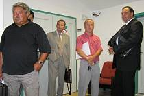 Oto Šoun, Miroslav Földes, Zdeněk Krupka a Jiří Šimíček (zleva) před vynesením rozsudku u Okresního soudu v Lounech v červnu 2006.