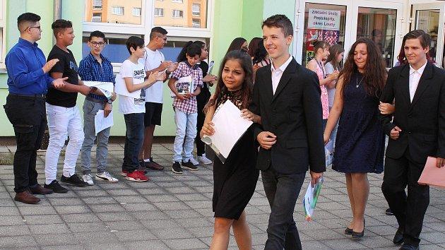 Předávání vysvědčení na druhém stupni Základní školy v Postoloprtech