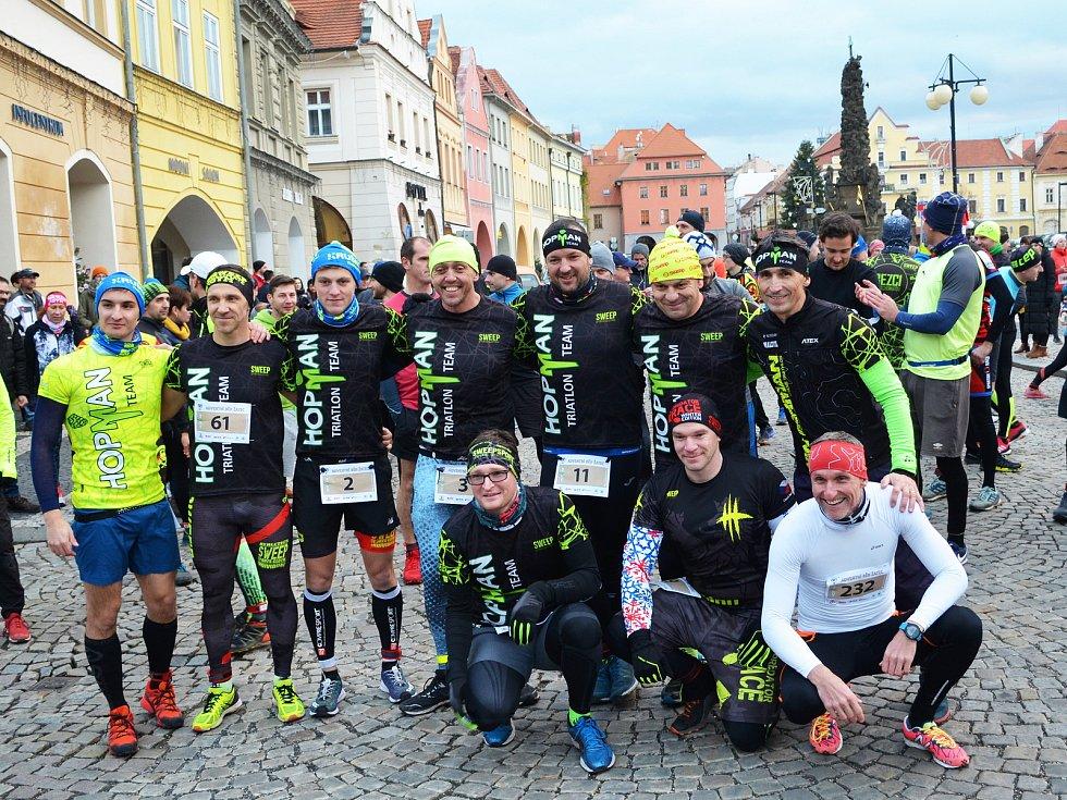 Stovky běžců vyrazily v Žatci na tradiční Adventní běh.