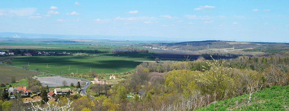 Vrch Rubín na Podbořansku s rozhlednou a novým rozcestníkem